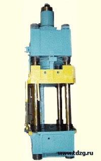 Комплект оборудования для формования изделий из пластмасс усилием 2000 кН